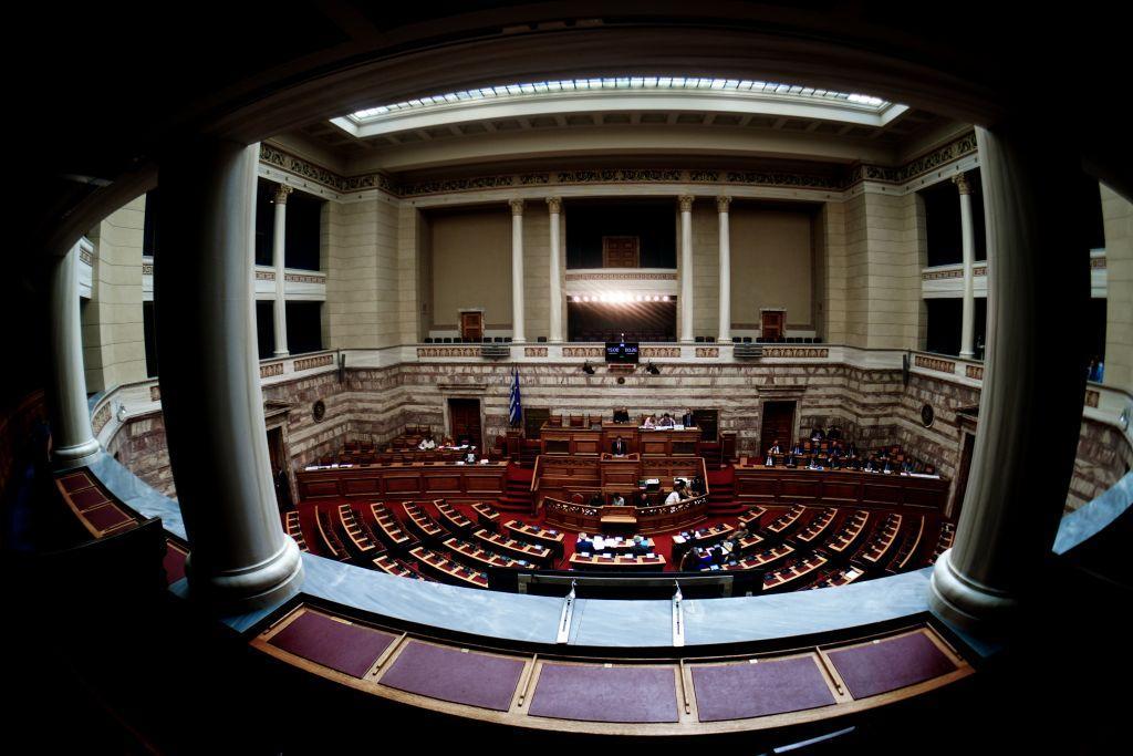 Ο δικομματισμός «πνίγει» τα μικρά κόμματα – Τι θα κάνουν Βαρουφάκης, Βελόπουλος, Χρυσή Αυγή, ΛΑΕ, Λεβέντης | in.gr