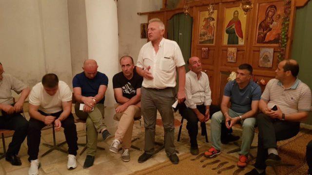 Προεκλογική συγκέντρωση μέσα σε ορθόδοξη εκκλησία από υποψήφιο του Ράμα