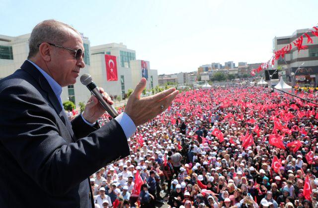 Ερντογάν: Αν τολμάτε ελάτε να συλλάβετε το πλήρωμα του Πορθητή