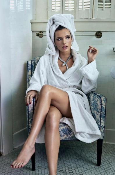 Η Μπέλα Θορν δημοσίευσε γυμνές φωτογραφίες της
