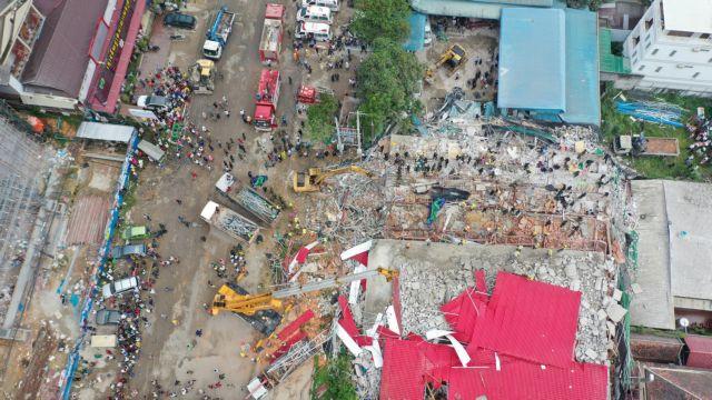 Τραγωδία στη Καμπότζη – 17 νεκροί από κατάρρευση επταώροφου κτιρίου