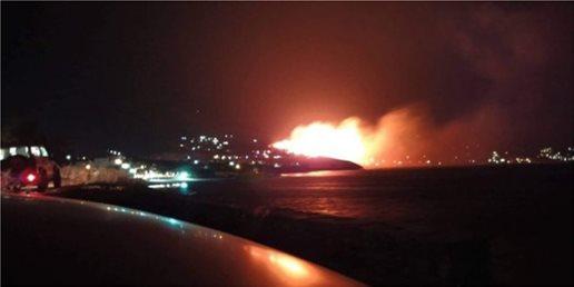 Εκκενώθηκαν σπίτια στην Κάρυστο – Μαίνεται η μεγάλη πυρκαγιά