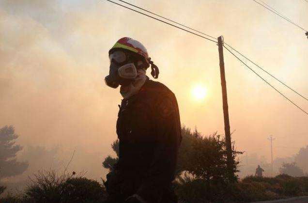 Μεγάλη πυρκαγιά στην Κάρυστο: Επί ποδός η Πυροσβεστική για τα σπίτια που βρίσκονται κοντά! (Εικόνες - Βίντεο)
