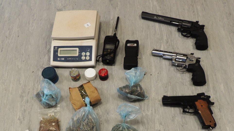 Γνωστός ράπερ συνελήφθη με όπλα και ναρκωτικά, στην Καλλιθέα! (Βίντεο)