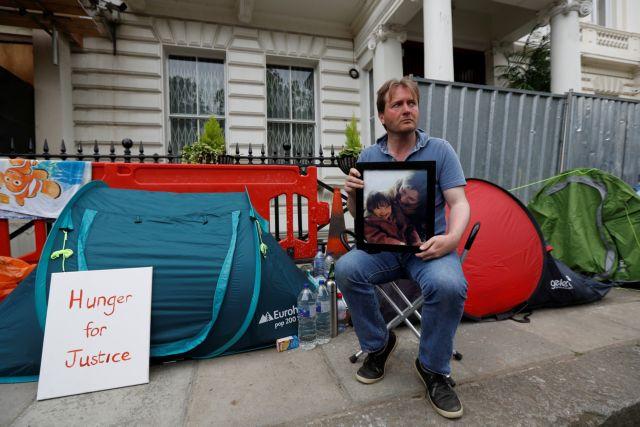Βρετανία : «Στοιχειώνει» τον Τζόνσον η γκάφα του 2017 με το Ιράν