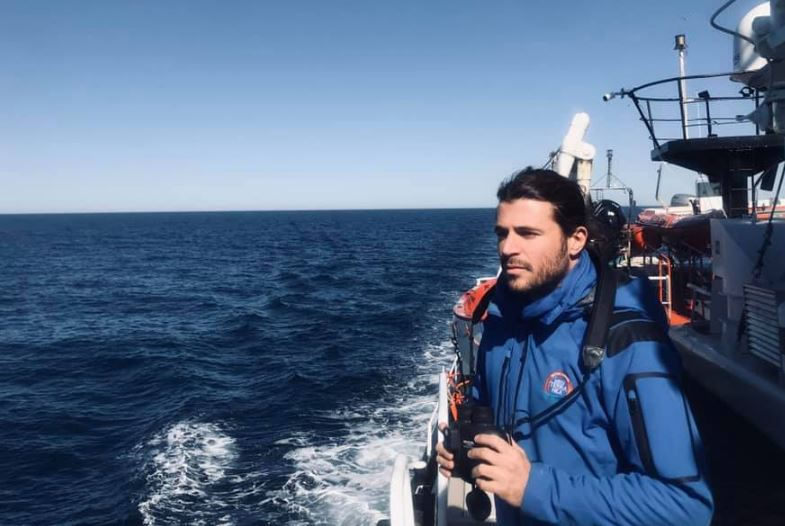 Ιάσων Αποστολόπουλος:  Ποιος είναι ο έλληνας διασώστης που τα βάζει με τον Σαλβίνι