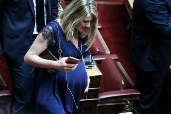 Ποια είναι η εγκυμονούσα βουλευτής που έκλεψε τις εντυπώσεις