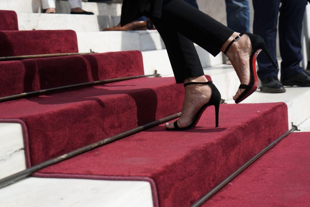 Οι γυναικείες παρουσίες που τράβηξαν τα βλέμματα στη Βουλή! (Εικόνες)