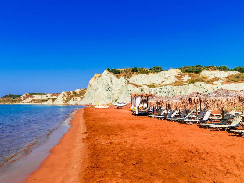 Και όμως, η… πορτοκαλί παραλία βρίσκεται στην Ελλάδα! | in.gr