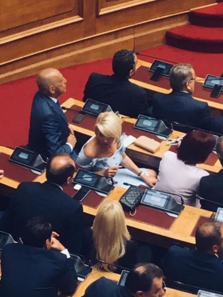 Οι γυναικείες παρουσίες που τράβηξαν τα βλέμματα στη Βουλή