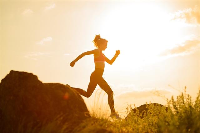 Γιατί τρέχουμε με λυγισμένα τα χέρια