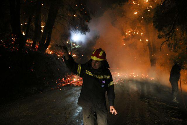 Ανεξέλεγκτη η φωτιά στην Εύβοια: Το σχέδιο νυχτερινής δράσης της Πυροσβεστικής | in.gr