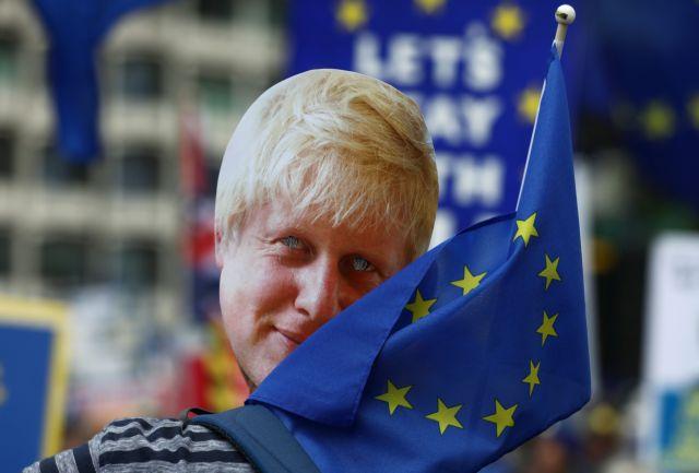Brexit χωρίς συμφωνία: Ελλείψεις σε καύσιμα, τρόφιμα, φάρμακα και κομφούζιο στα λιμάνια