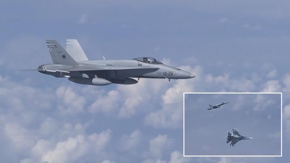 Βίντεο: Ρωσικά μαχητικά απώθησαν πολεμικό αεροσκάφος του ΝΑΤΟ