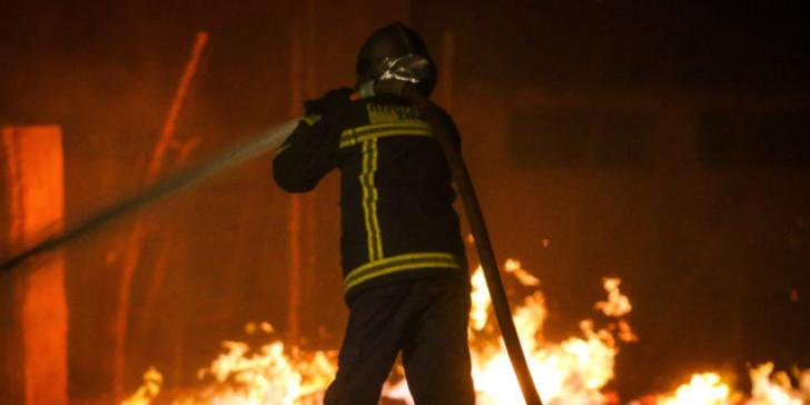 Συναγερμός στην Παλλήνη : Πυρκαγιά σε χώρο ανακυκλώσιμων υλικών