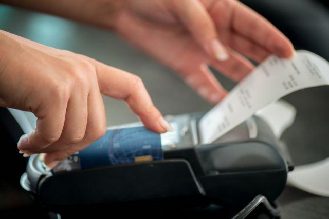 Αφορολόγητο: Σταθερό στα 6.500 ευρώ – Με προσαύξηση μέσω ηλεκτρονικών συναλλαγών
