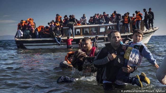 Η Ελλάδα δέχεται πρόσφυγες χωρίς να θορυβεί | in.gr