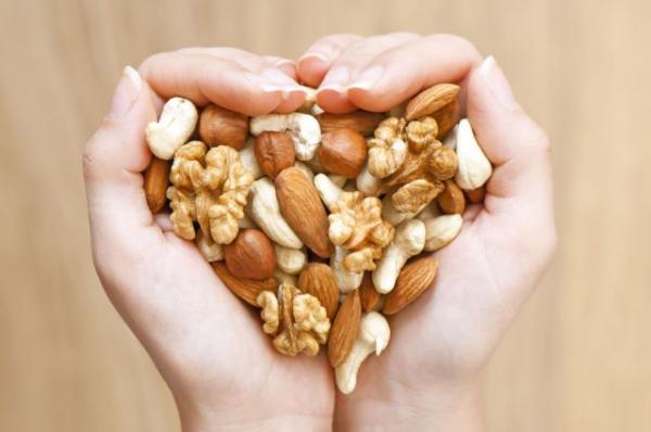 Ξηροί καρποί : Προλαμβάνουν την αύξηση βάρους και τον κίνδυνο παχυσαρκίας