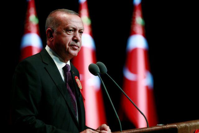 Χαμός στην Τουρκία: Ο Ερντογάν έτοιμος να αποπέμψει τον Νταβούτογλου