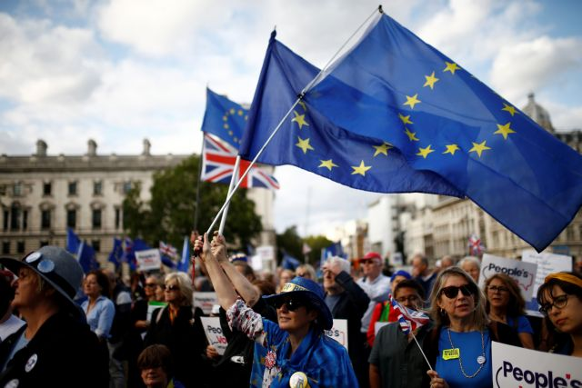 Βρετανία: Τρία χρόνια θα μπορούν να μείνουν οι Ευρωπαίοι σε περίπτωση άτακτου Brexit | in.gr