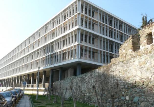 Σοκ στη Θεσσαλονίκη: Δικηγόρος ξεψύχησε έξω από τo Δικαστικό Μέγαρο