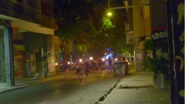 Εξάρχεια: Νέο βίντεο από επίθεση με βόμβες μολότοφ κατά των ΜΑΤ