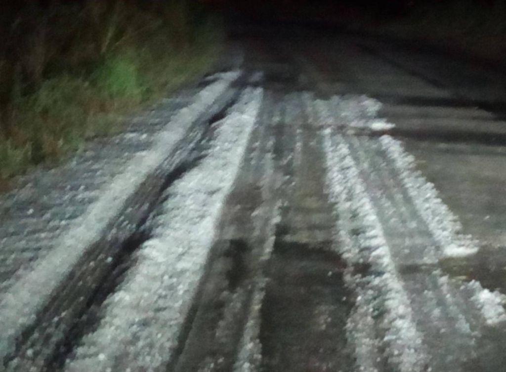 Ισχυρή χαλαζόπτωση σε Τρίκαλα και Ιωάννινα: Άσπρισαν οι δρόμοι! (Εικόνες - Βίντεο)