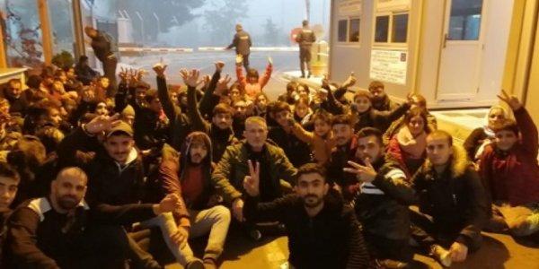 Απίστευτο: Δεκάδες μετανάστες πέρασαν από την Τουρκία και κατέλαβαν ελληνικό τελωνείο!