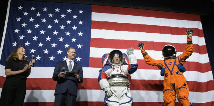Η NASA επισπεύδει τον πρώτο αποκλειστικά γυναικείο διαστημικό περίπατο