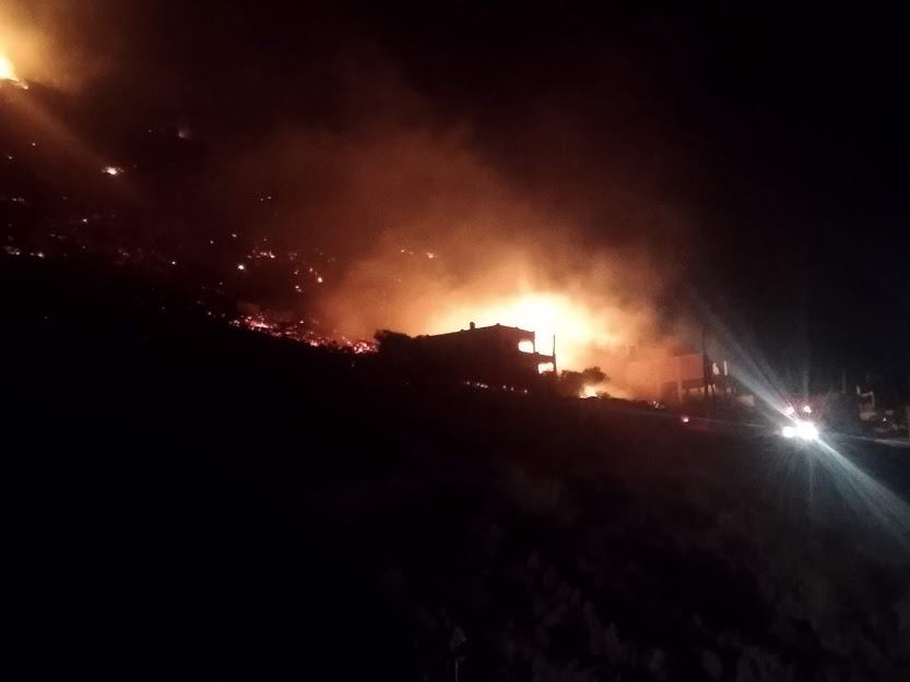 Μεγάλη φωτιά στο Πόρτο Ράφτη κοντά σε κατοικημένη περιοχή! (Φωτό–Βίντεο)