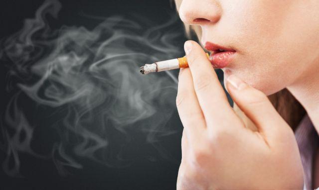 Αντικαπνιστικός νόμος : Βαρύς ο πέλεκυς για τους «θεριακλήδες»