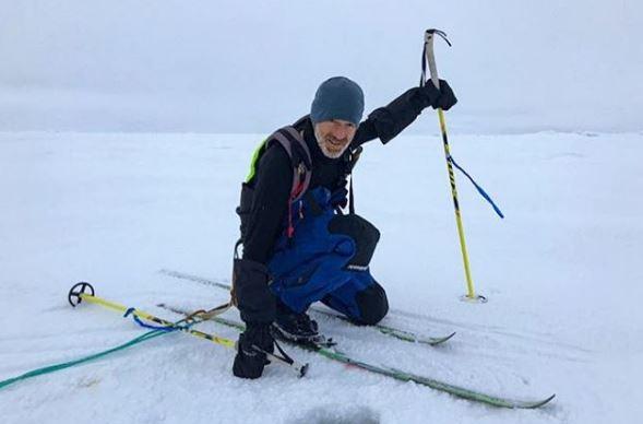 Ο λεπτός πάγος δυσκολεύει δύο διάσημους εξερευνητές να διασχίζουν με σκι τον Αρκτικό Ωκεανό