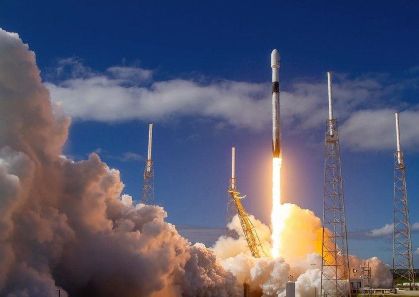 Space X : Εκτόξευση 60 μικροδορυφόρων για παγκόσμιο φθηνό Ίντερνετ