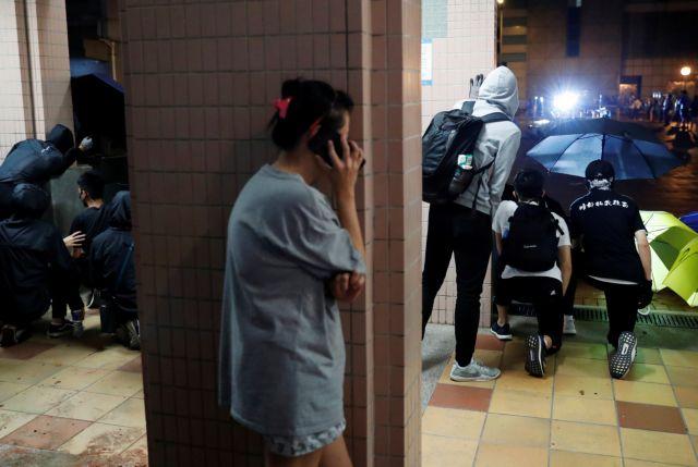 Χονγκ Κονγκ : Μαχαίρωσαν βουλευτή που τάσσεται υπέρ του Πεκίνου