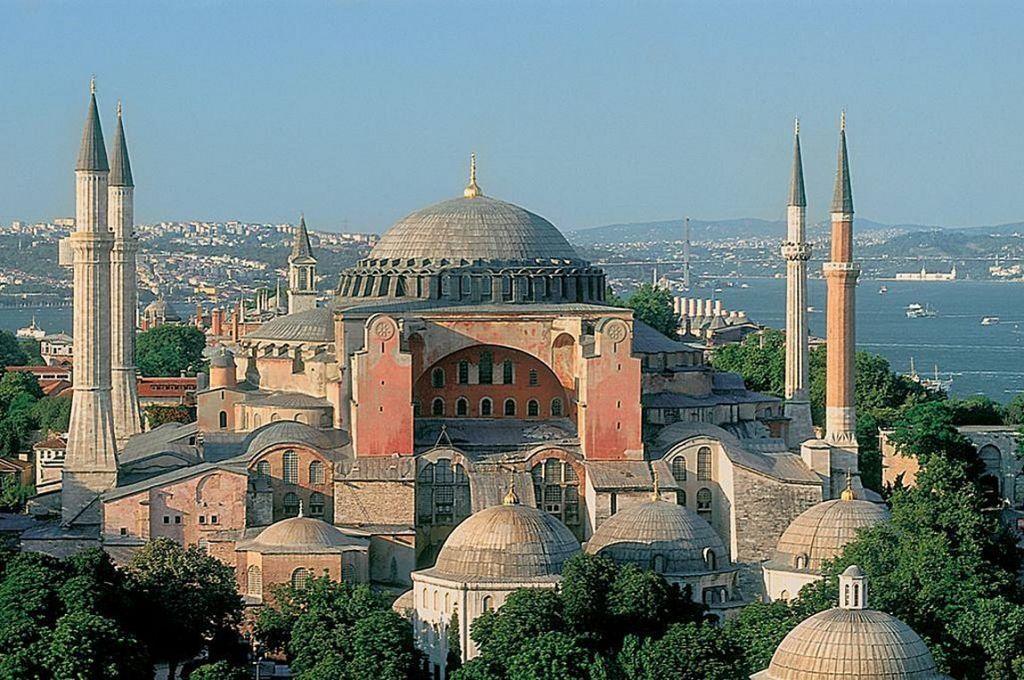 Τουρκικά ΜΜΕ : Ο Ερντογάν αποφασίζει για τη μετατροπή της Αγίας Σοφίας σε τζαμί | in.gr