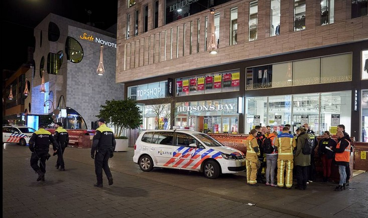 Χάγη : Ανθρωποκυνηγητό για τον δράστη – Δεν έχει αποκλειστεί το ενδεχόμενο τρομοκρατίας