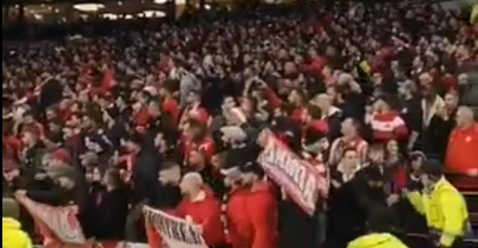 «Χαμός» από χιλιάδες οπαδούς του Ολυμπιακού στο «Tottenham Hotspur Stadium» (vid)