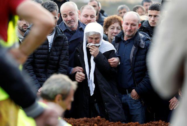 Θρήνος δίχως τέλος στην Αλβανία : Στους 50 οι νεκροί – Σταμάτησαν οι επιχειρήσεις διάσωσης