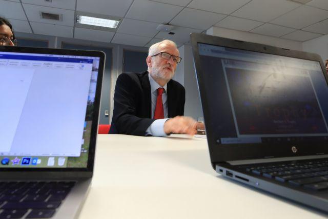 Βρετανία : Δωρεάν Ίντερνετ, εθνικοποιήσεις και δημόσιες επενδύσεις υπόσχεται ο Κόρμπιν