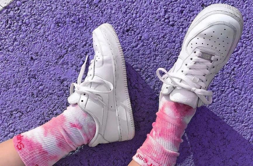 Δέκα τρόποι να κάνετε τα λευκά sneakers σας αθάνατα | in.gr