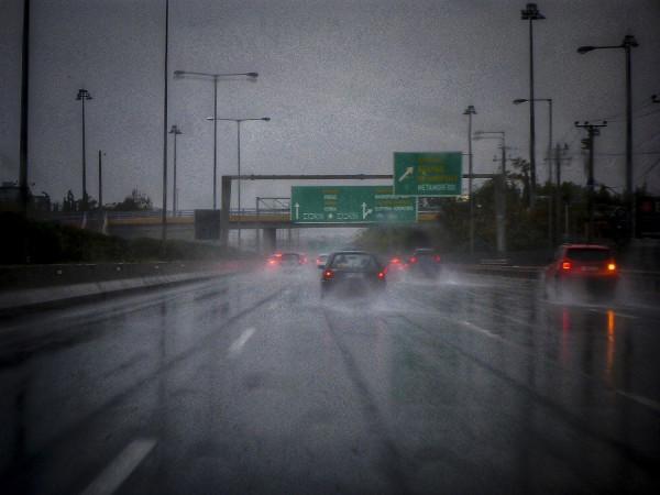 Κακοκαιρία : Διακόπηκε η κυκλοφορία στη Νέα Εθνική Οδό Αθηνών – Κορίνθου