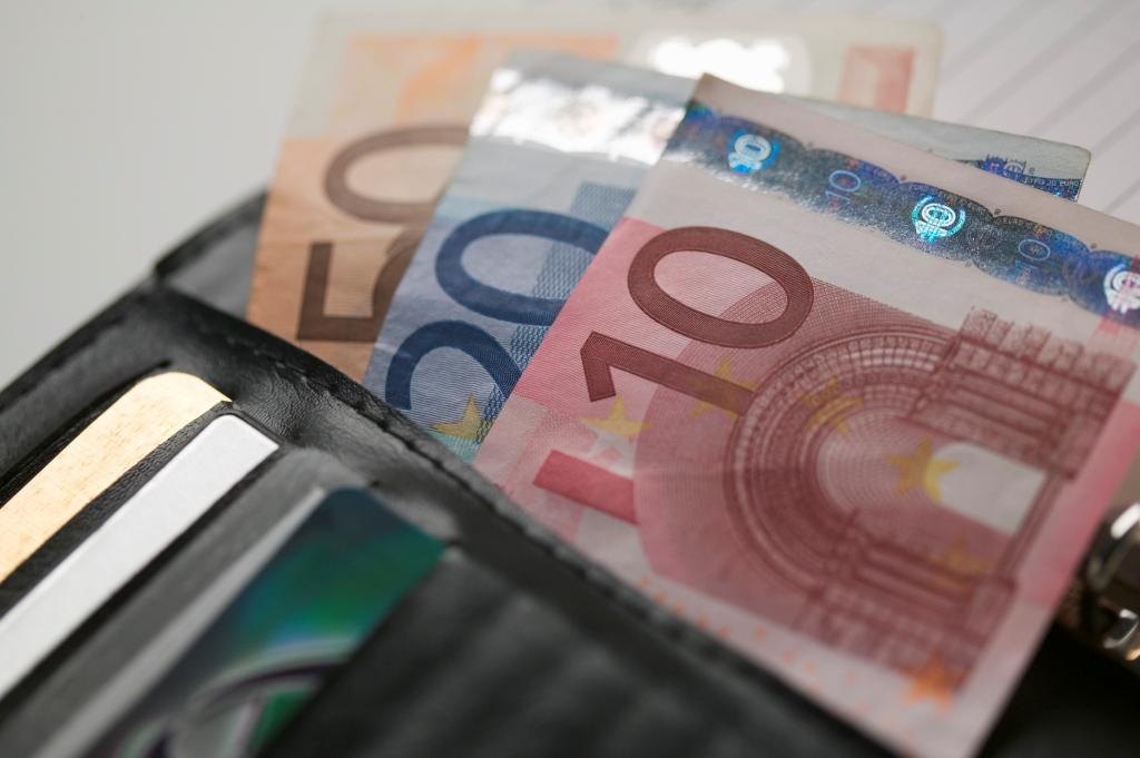 Φορολογική κλίμακα: Ποιες είναι οι αλλαγές σε μισθούς και συντάξεις;