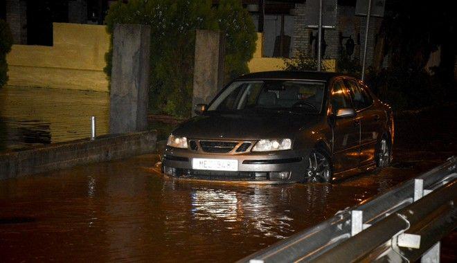 Αθήνα : Διακοπή κυκλοφορίας στην Πειραιώς και στα δύο ρεύματα λόγω υδάτων