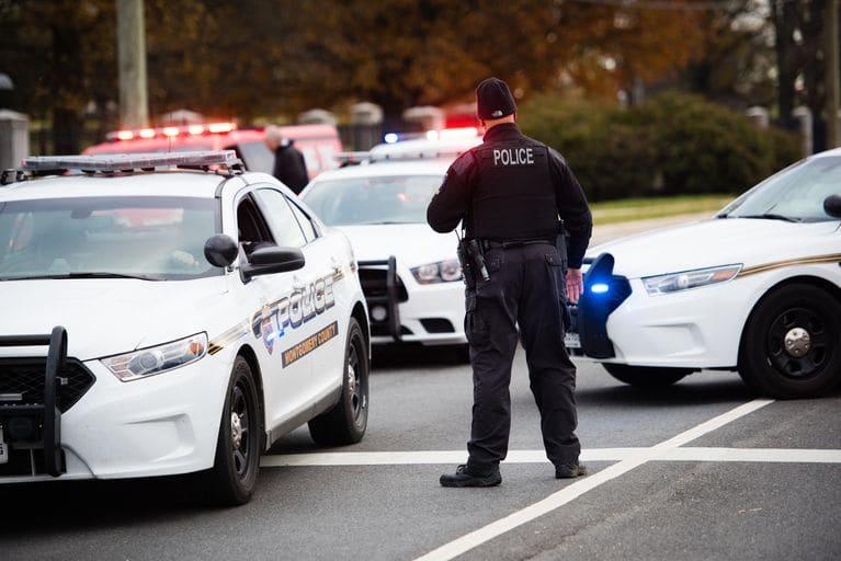 ΗΠΑ : Πυροβολισμοί κατά ανηλίκων σε πάρκινγκ σχολείου – Αυτοπυροβολήθηκε ο δράστης