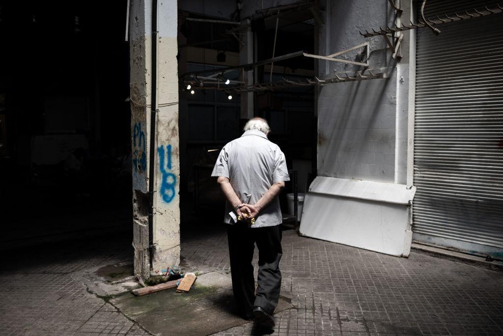 ΙΝΕ – ΓΣΕΕ : Τα χρέη «ξεζουμίζουν» το εισόδημα των νοικοκυριών