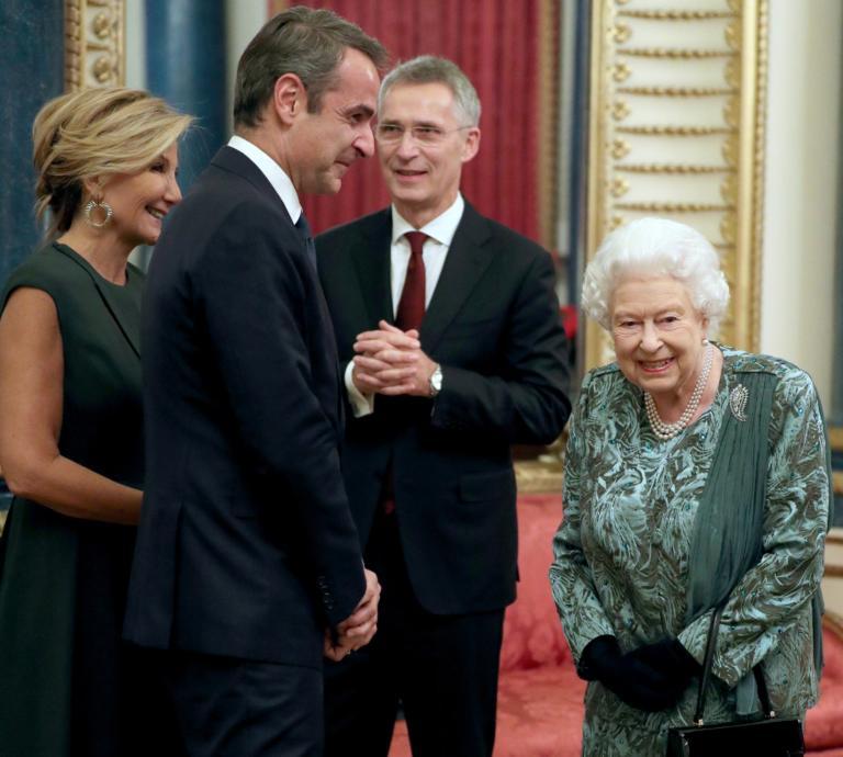 Η Μαρέβα ευχαριστεί την βασίλισσα Ελισάβετ