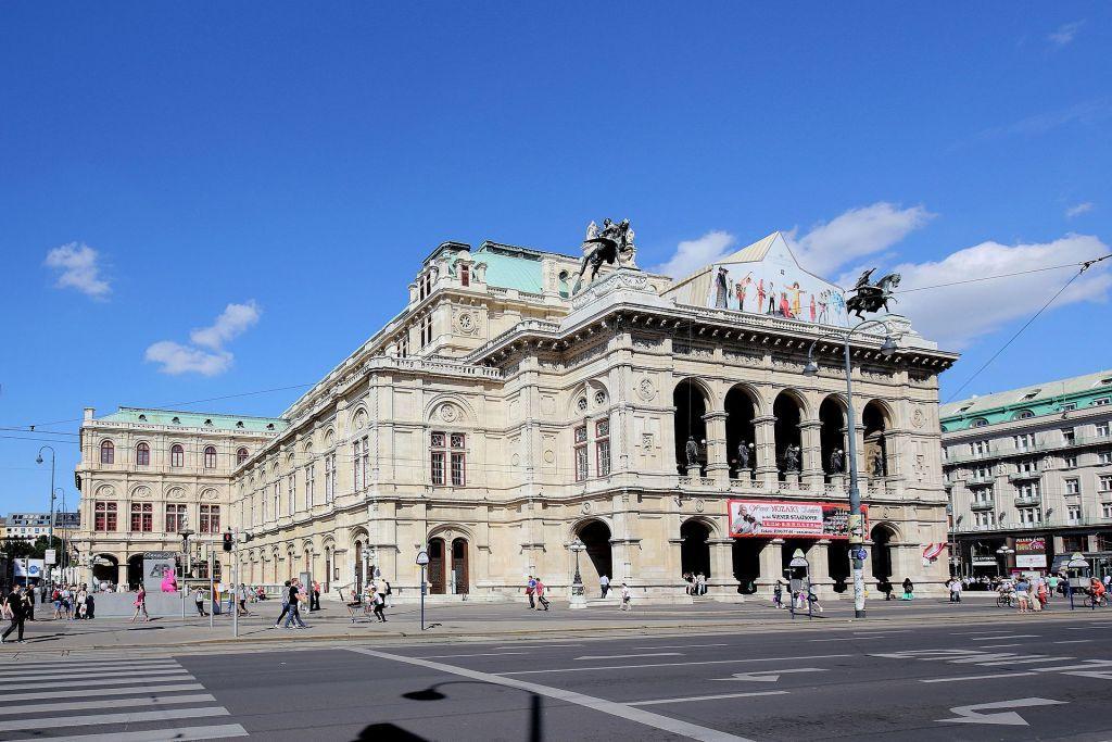 Αυστρία : Η ακαδημία μπαλέτου της Βιέννης ενθάρρυνε τους σπουδαστές της να καπνίζουν