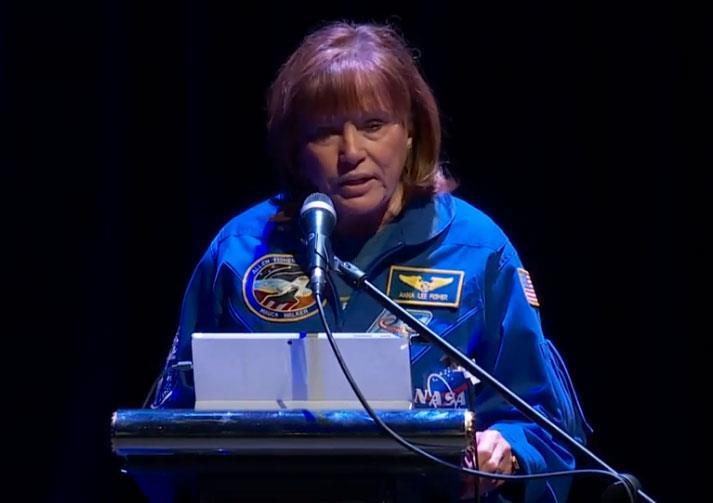 Αστροναύτης Αννα Λη Φίσερ : Η γη δεν φαίνεται από το διάστημα να έχει σύνορα