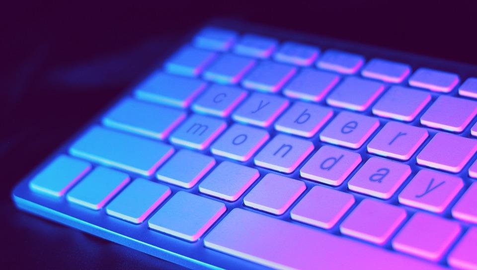 Cyber Monday: Συμβουλές για να μη σας πιάσουν «κορόιδα»