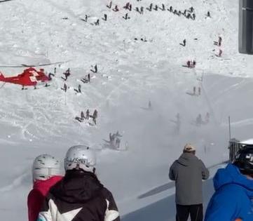 Χιονοστιβάδες έπληξαν θέρετρα σε Αυστρία και Ελβετία – Έρευνες για τυχόν εγκλωβισμένους